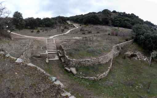 Puerta romana del castro de Las Merchanas, en Lumbrales